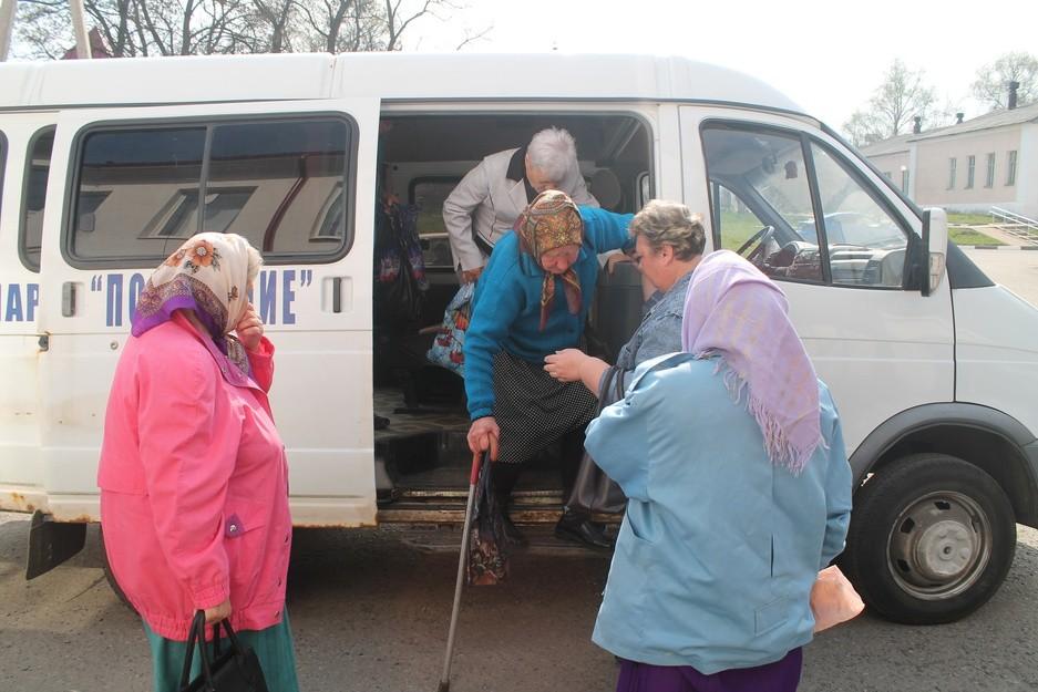 协助滨海边疆区的老年居民运送到医院